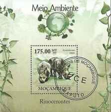 Timbre Animaux Rhinocéros Mozambique BF255 o de 2010 lot 19451 - cote : 17,50 €