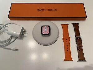 Apple Watch Hermès Series 4, 40mm, with Fauve Single Tour & Hermès Sport Band