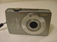 CANON POWERSHOT SD750 DIGITAL ELPH CAMERA w/ BATTERY & 2GB MEMORY STICK