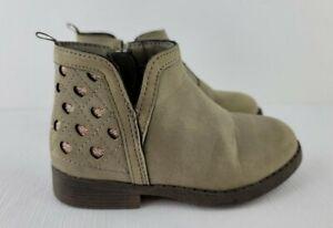 Oshkosh Girls Fall Boots Size 8 Glitter Heart Detail On Back Inside Zip Boots