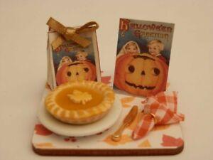 Dolls house food: Halloween pumpkin pie  display board -By Fran