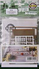 Ratio 234 Gated Level Crossing (Plastic Kit) N Gauge Railway Model
