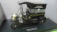 FORD MODEL T PADDY WAGON POLICE noir au 1/18 UNIVERSAL HOBBIES voiture miniature