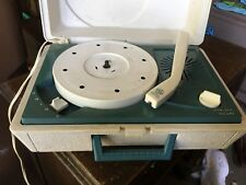 General Electric  Solid State Portable Suitcase Record Player! model RP3020B