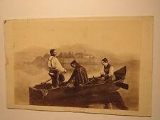 2 Männer & Frau in einem Ruderboot auf See - Gebet - Berge - Kunstbild / CDV