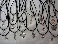 Markenlose Modeschmuck-Halsketten & -Anhänger aus Leder und Metall-Legierung