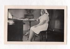 PHOTO ANCIENNE - Portrait Femme assise Infirmière - Snapshot - Poste radio
