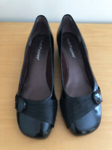 """WOMEN'S HUSH PUPPIES """"VEIL"""" BLACK PATENT LEATHER LOW WEDGE HEEL SHOES  - SIZE 9"""