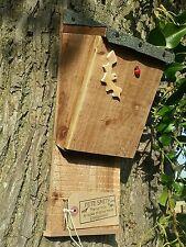 Pipistrello di nidificazione Appollaiarsi/House, Qualità Fatto a Mano Batbox con tetto di feltro ^●^