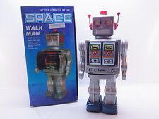 LOT 40600 | Batteriebetriebener Space Walk Man Roboter Sound Licht Vintage OVP