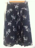 Ladies REGATTA Floral Skirt Size 14 Petites Black & White Full Mid Length Cotton