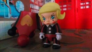 """2007 TOY2R KENNYSWORK 2.5"""" MOLLY Qee RED HEART Vinyl Figure Toy Kid Robot"""