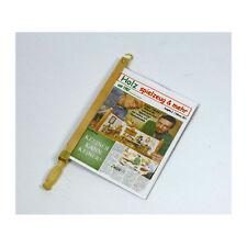 Liebe HANDARBEIT 46085 Zeitungsbügel mit Zeitung 1:12 für Puppenhaus (860) NEU!#