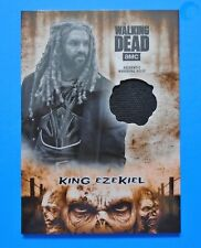 TOPPS THE WALKING DEAD HUNTERS & HUNTED KING EZEKIEL RUST COSTUME RELIC /99 SP