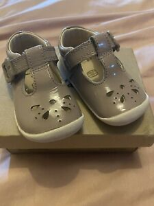 Girls Clarks Shoes Size 2.5 G / 3F