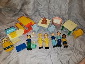 Vintage 1990s Little Tikes Dollhouse Family & Furniture Pieces-Used 19 pcs