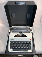Vintage OLYMPIA DeLuxe manual Portable SM9 TYPEWRITER Western Germany WORKS GOOD