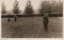 BK086 Carte Photo vintage card RPPC Homme famille champs fleurs ceuillette