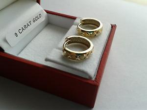 9ct Gold Diamond Cut Hinged Huggy Earrings. 13mm Diameter. & Giftcase.
