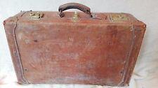 Valise en cuir rigide année 30, initiale AL gravée, fermoirs laiton. A1064