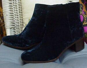 PATRICIA NASH designer blue velvet zippered ankle boots, sz.8 B