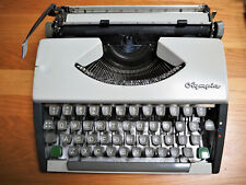 Olympia SF De Luxe Vintage Typewriter - In Great Working Condition!