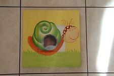 cadre enfant ou bebe en bois pour photo avec tour dessin escargot jaune et vert