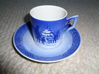 Royal Copenhagen cup saucer Choosing the Christmas tree 1979 pine cone edge