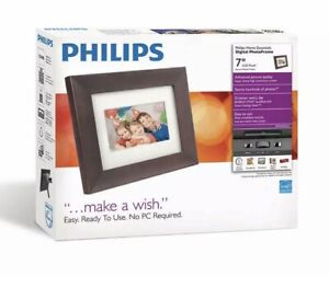 Philips 7 Inch Digital Photo Frame With Wood Finish