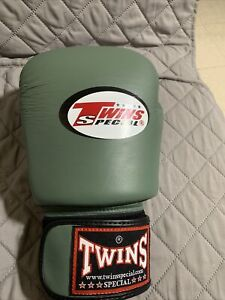 Twins Special Muay Thai Boxing LEFT Glove ONLY .. 16 OZ Read Info...
