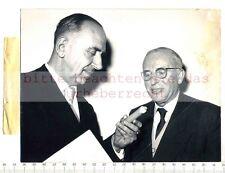 ORIGINAL PRESSEFOTO: 1956 MÜNCHEN - Prof.KAHN & Dr.SCHELLER beim KREBSKONGRESS