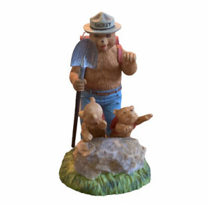 Vtg 1996 Lefton Smokey The Bear Figurine Hiking With Cubs Figurine Hand Painted
