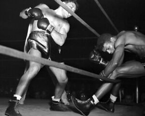 Middleweight Fight SUGAR RAY ROBINSON vs JAKE LAMOTTA 8x10 Photo Print Poster