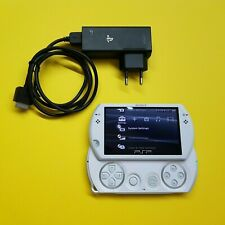 Sony PSP Go 16GB Pearl White + 2 Games / Sony PlayStation Portable