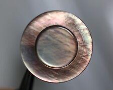 / Formschön gestalteter zweilagiger Perlmuttknopf - grau/braun - wohl um 1970/80