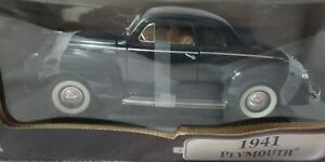 ROAD SIGNATURE 1941 PLYMOUTH 1:18 DIE-CAST METAL COLLECTION DELUXE EDITION NIB