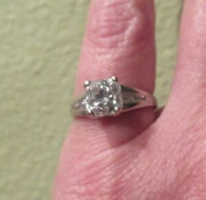 Sterling .925 Square Size 7.5 Cubic Zirconia CZ Ring w side Stones BARELY WORN