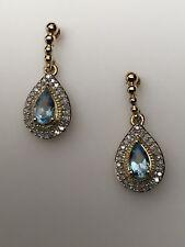 10k Oro Amarillo Forma Pera Celeste Topacio Azul y Diamante Pendientes Largos