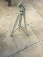 VINTAGE TRIPOD BY QUICK SET TRAVELITE ILLINOIS USA
