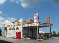 N Scale Route 66 Series: Two Guns Gas 'N Go Kit for Model Railroad Hobby (128)