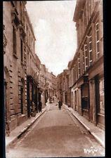 JONZAC (17) COMMERCES , Rue de VERDUN animée