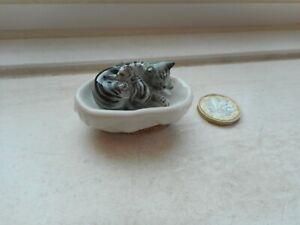 CAT -  MINIATURE POTTERY CAT -SLEEPING SILVER GREY TABBY -CAT & KITTEN IN BASKET