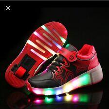 NUOVA impennata Scarpe da ginnastica con luci a LED in Nero UK Venditore RUOTE A SCOMPARSA