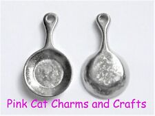 10 x Tibetan Pewter Tone FRYING PAN COOKING 3D 20mm Charms Pendants Beads