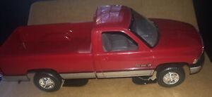 Vintage 1993 AMT ERTL 1:25th Scale1994 Flame Red Dodge RAM 2500 Pickup Truck