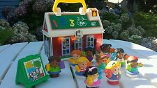 12 pc.Fisher Price Little People Play 'n Go School Teacher 9 students art easel