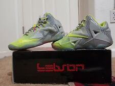 NIKE LEBRON XI COLLECTION METALLIC  LUSTER/VOLT-ICE SIZE 8.5 683252-074