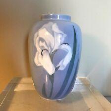 Royal Copenhagen, Vase au décor de fleur,porcelaine,XX°.