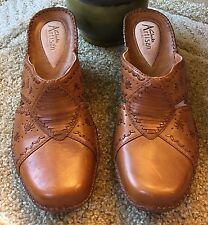 CLARKS Artisan Collection Women Slip On Leather Wedge Sandals Sz 9.5 Tan Comfo
