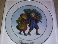 Vintage AVON Annual Christmas Plates FIRST EDITION 1981 22k Gold Trim